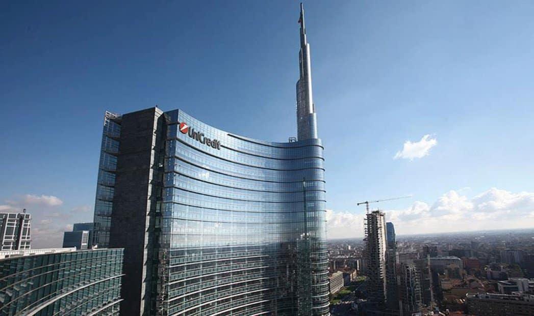 La sede Unicredit a Milano